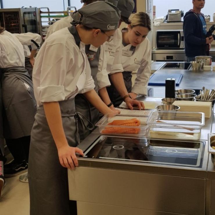 Obrazek galerii Szkolenie w 'Nestle Professional' z klasą 2TŻ2