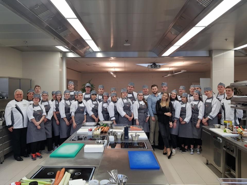 Obrazek aktualności Szkolenie w 'Nestle Professional' z klasą 2TŻ2.